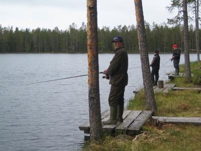 Hossan monipuoliset kalavedet houkuttelevat vuosittain tuhansia kalastajia.