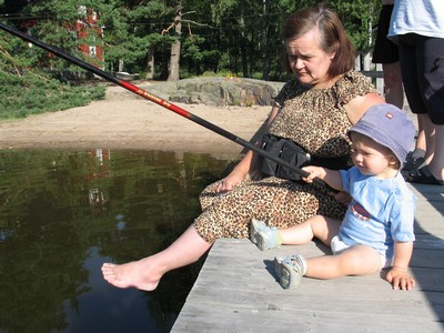 Onginta on yleisin ja hyvä tapa tutustuttaa lapsi kalastuksen saloihin. Kuva: Jaana Vetikko